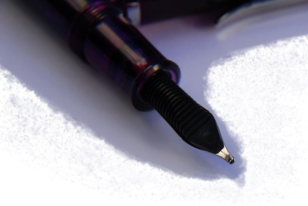 Italic nib close-up